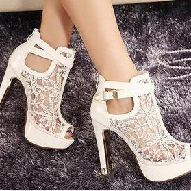 Beautiful White Wedge Boots With La..